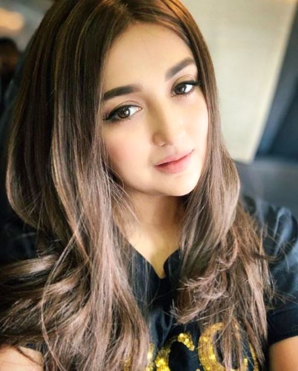 Monali Thakur's Sexy And Unseen Viral Photos 1
