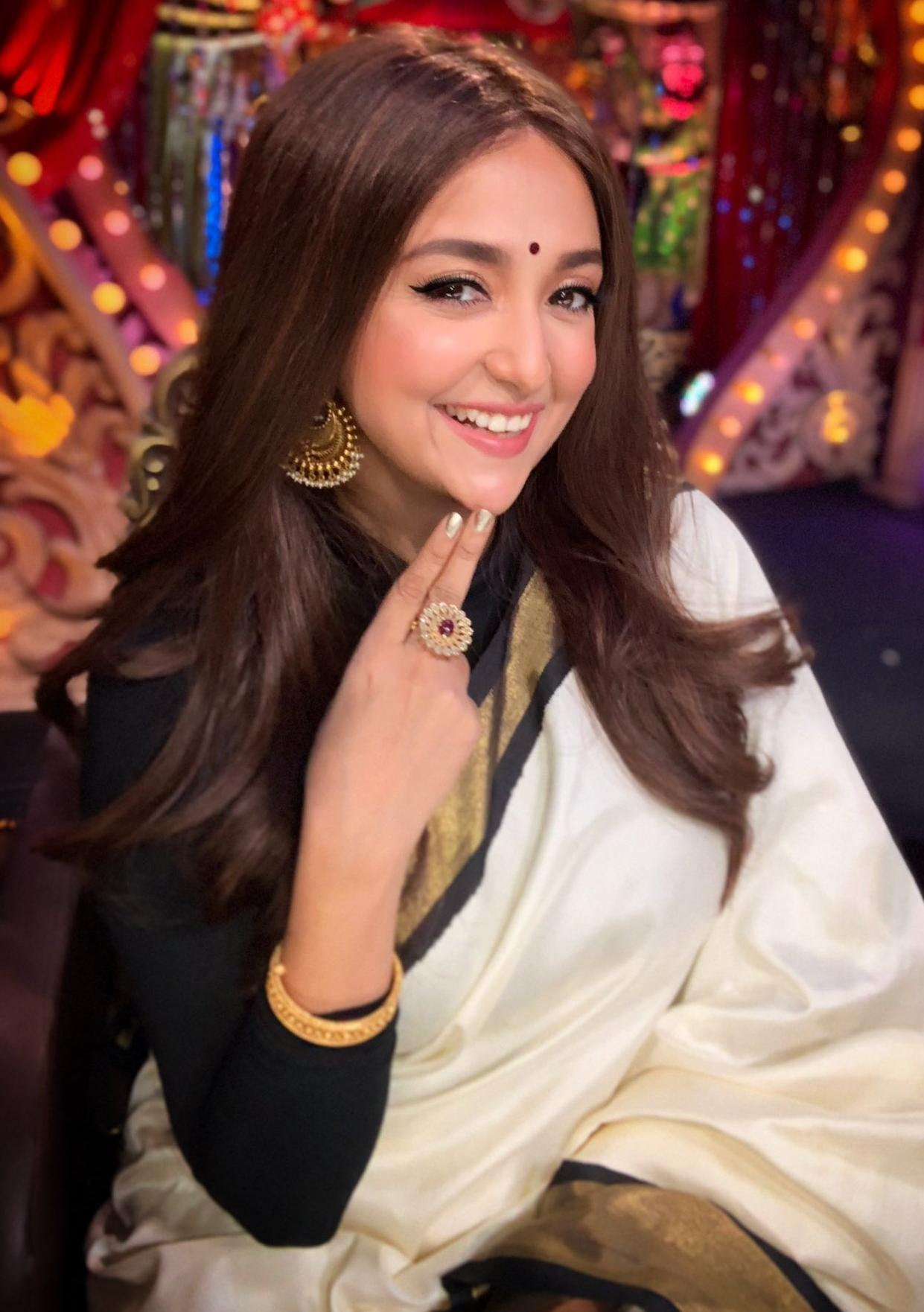 Monali Thakur's Sexy And Unseen Viral Photos 2
