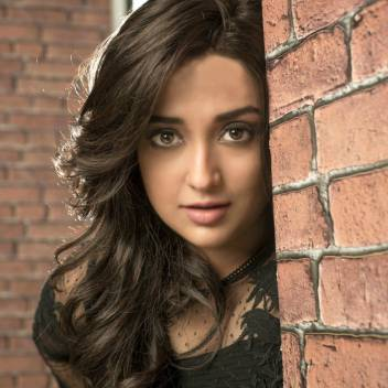 Monali Thakur's Sexy And Unseen Viral Photos
