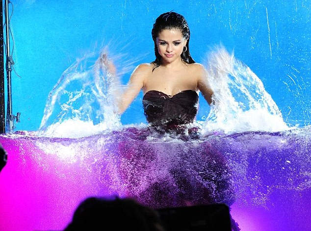 Selena Gomez, Margot Robbie And Kaley Cuoco Looked Sizzling In Water-Body Avatar 5