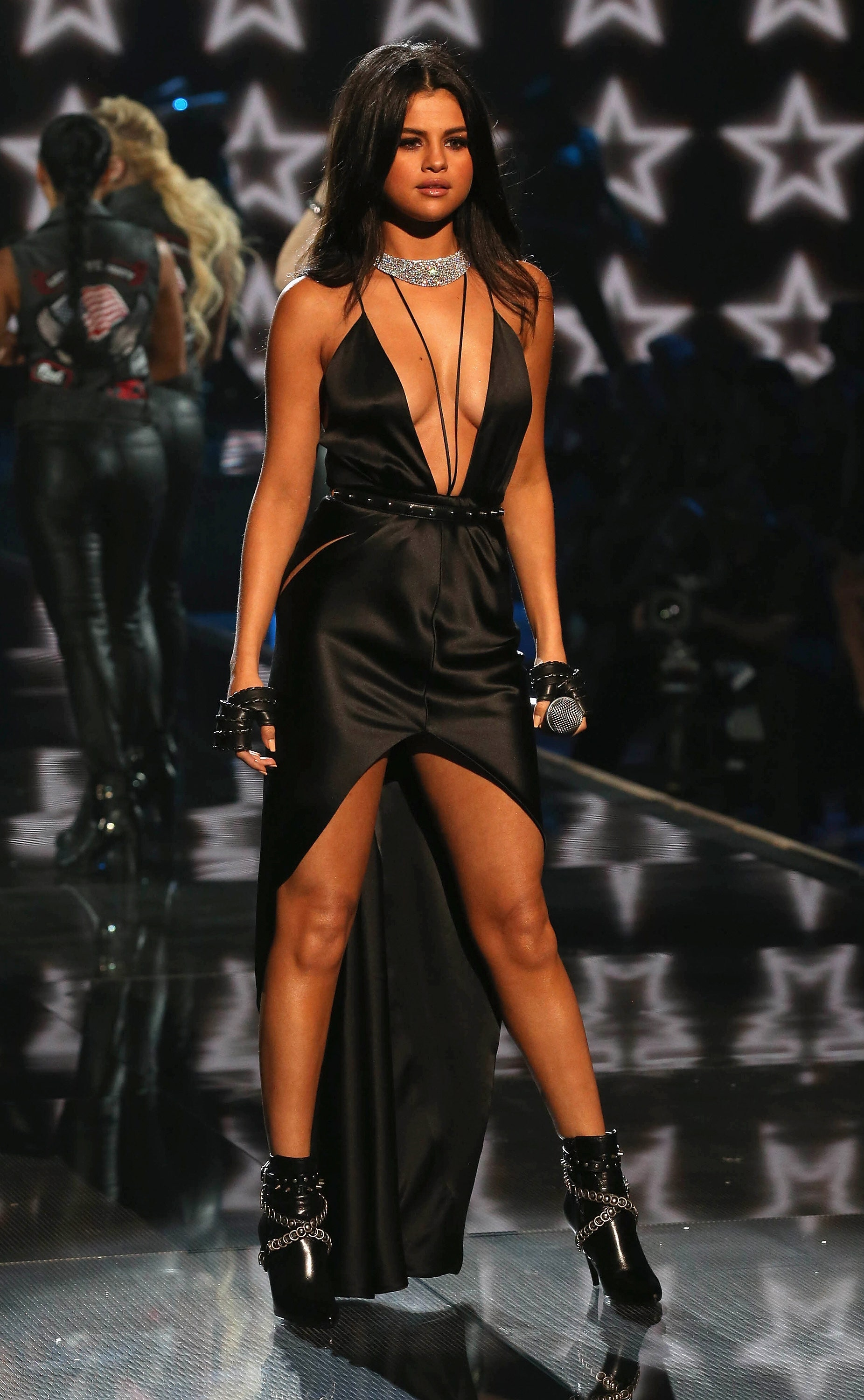 When Selena Gomez Wore Daring Outfits 4
