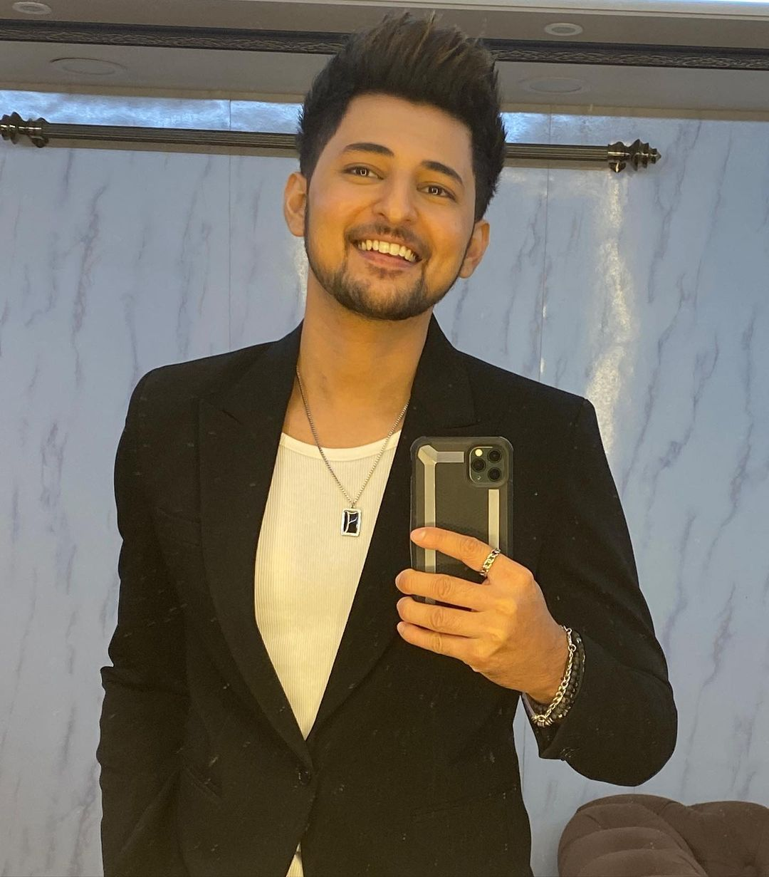 Darshan Raval's BOLD look in a suit 3