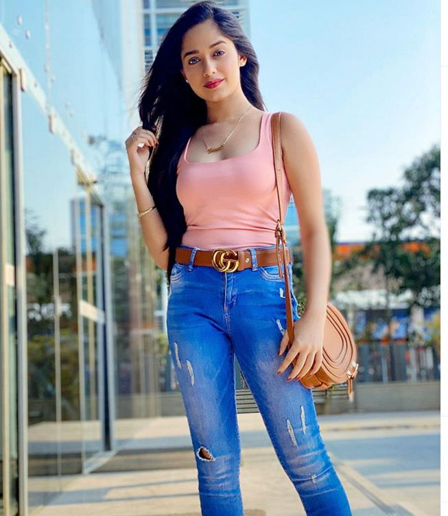 How to Ace Your Look While You Are Travelling? Learn from Avneet Kaur, Jannat Zubair And Arishfa Khan 1