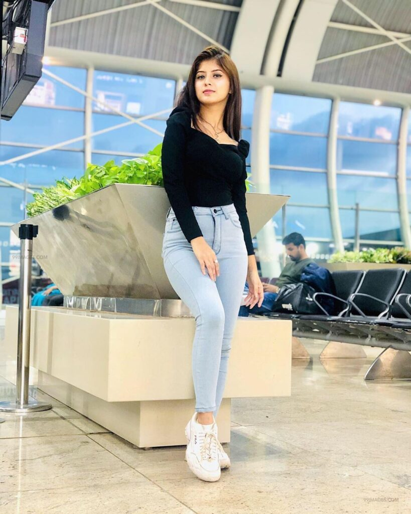 How to Ace Your Look While You Are Travelling? Learn from Avneet Kaur, Jannat Zubair And Arishfa Khan 2