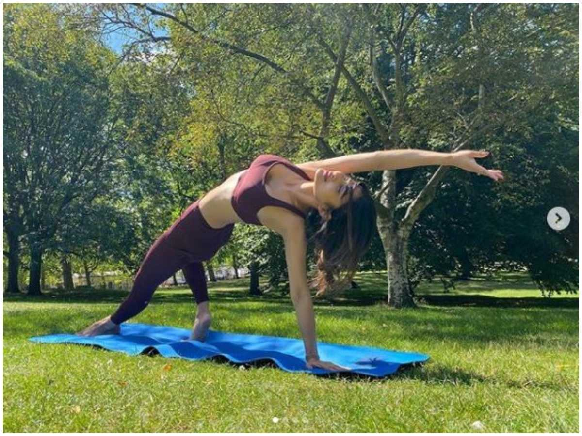 In Pics: Mouni Roy's HOT And SEXY Workout Moves 4