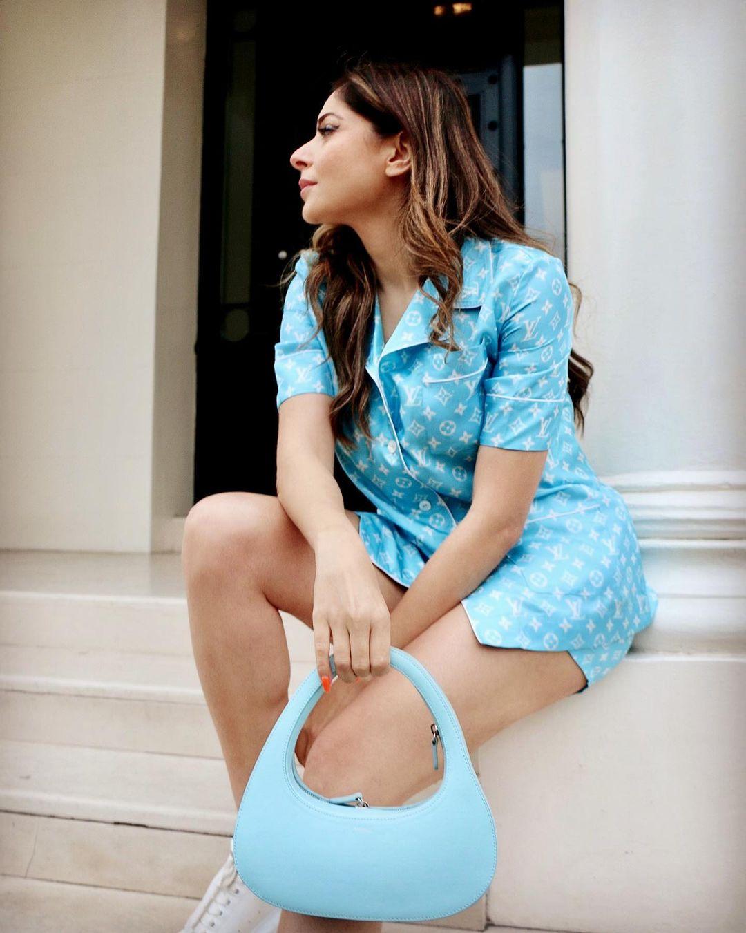 Neha Kakkar, Neeti Mohan, And Kanika Kapoor's Hot and Sexy Viral Photoshoot 5