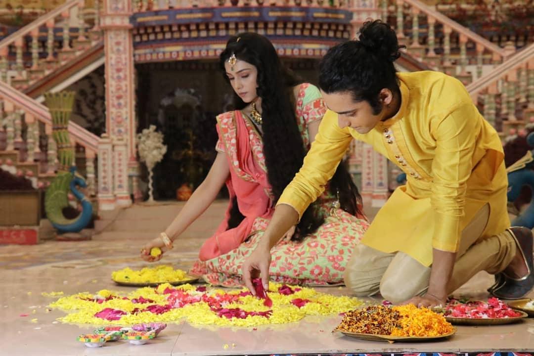 RadhaKrishn's Sumedh Mudgalkar And Mallika Singh Look Super-Hot In This Indian Avatar! 5