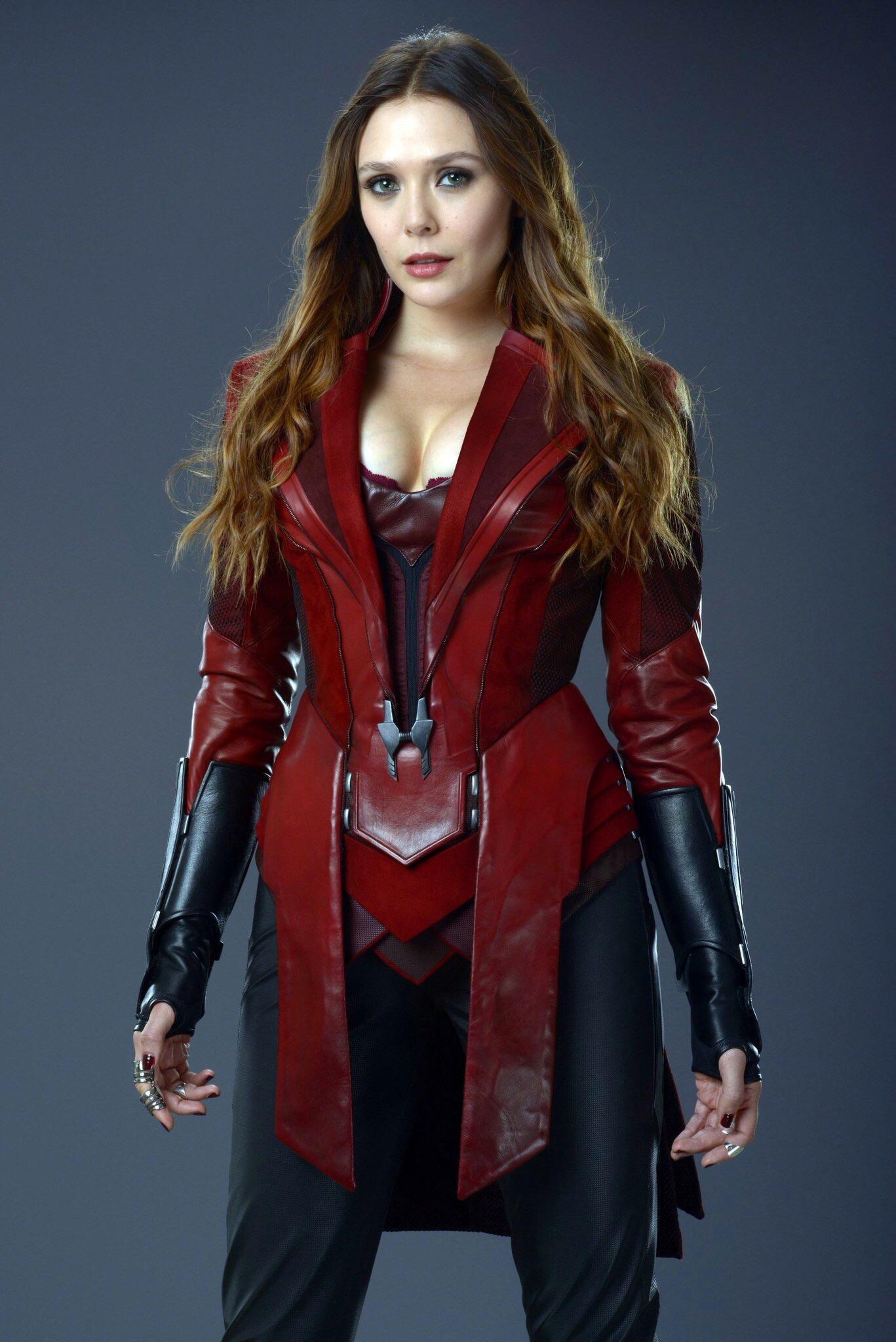 Scarlett Johansson, Elizabeth Olsen, Chris Hemsworth, RDJ: Hottest Avengers Pictures 7