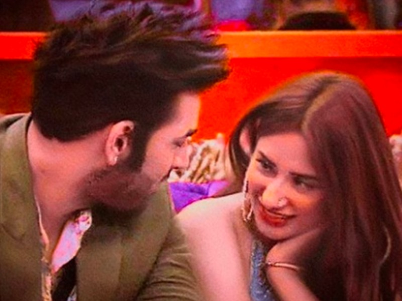 See Pics! When Paras Chhabra Got Flirty With Mahira Sharma 3