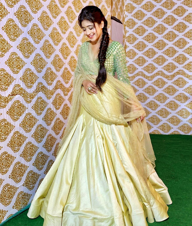 Shivangi Joshi, Mallika Singh And Surbhi Chandna's Fashion Lessons To Rock This Diwali Like A Pro 2