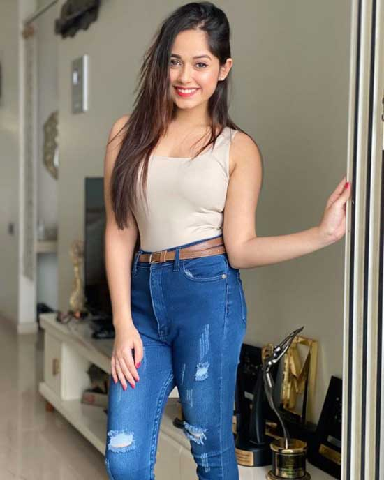 Take A Look at The Hot and Sexy Denim Photos Of Jannat Zubair 2