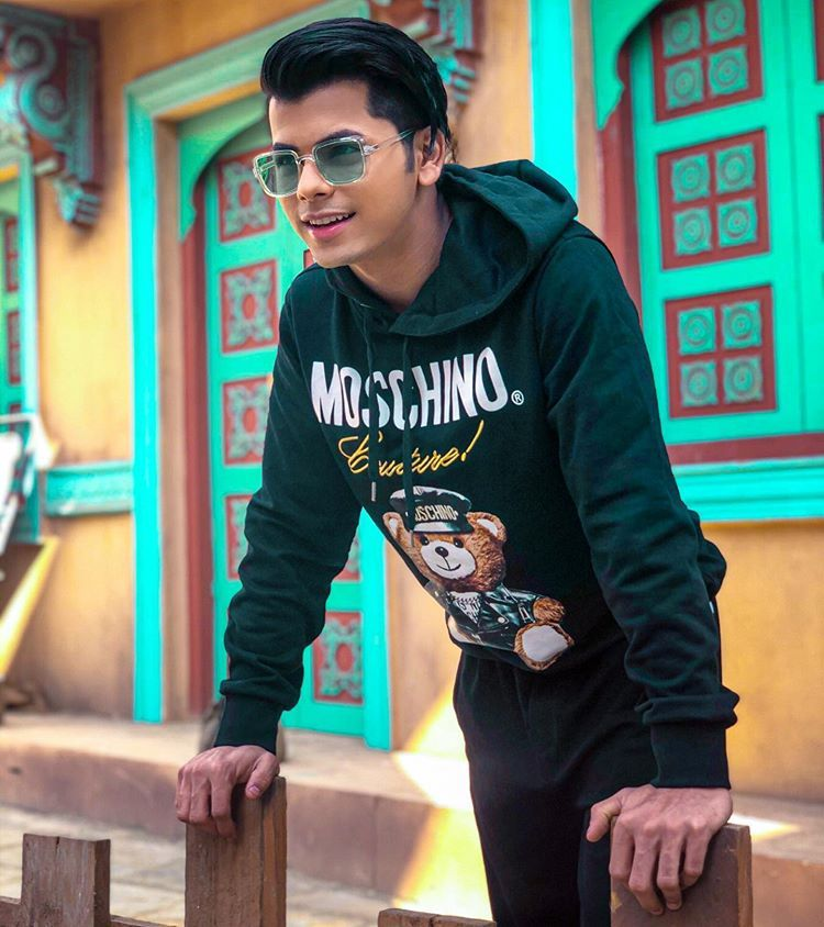 Take A Look At The Hot And Sexy Hoodie Photos Of Siddharth Nigam 2