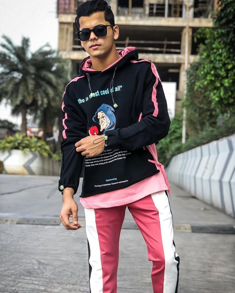 Take A Look At The Hot And Sexy Hoodie Photos Of Siddharth Nigam 4