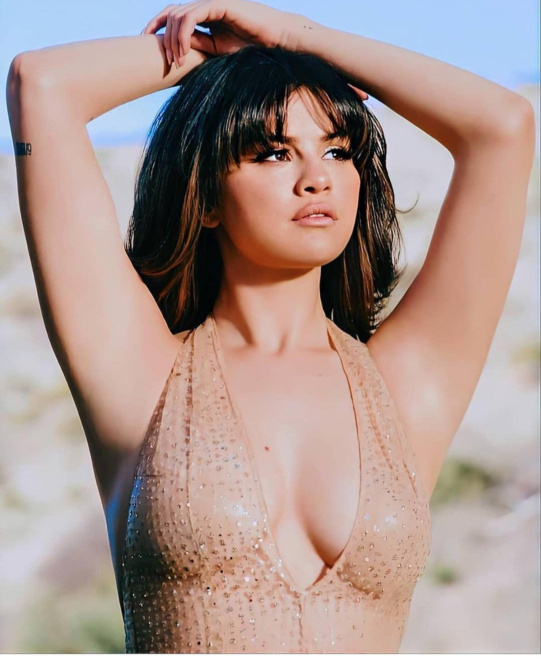 Why Is Selena Gomez So Hot & Sexy? Check Out Her Viral Pictures