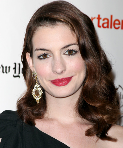Style Your Hair Like A Celebrity With Anne Hathaway: Have A Look At Some Of Her Hottest Pics 2