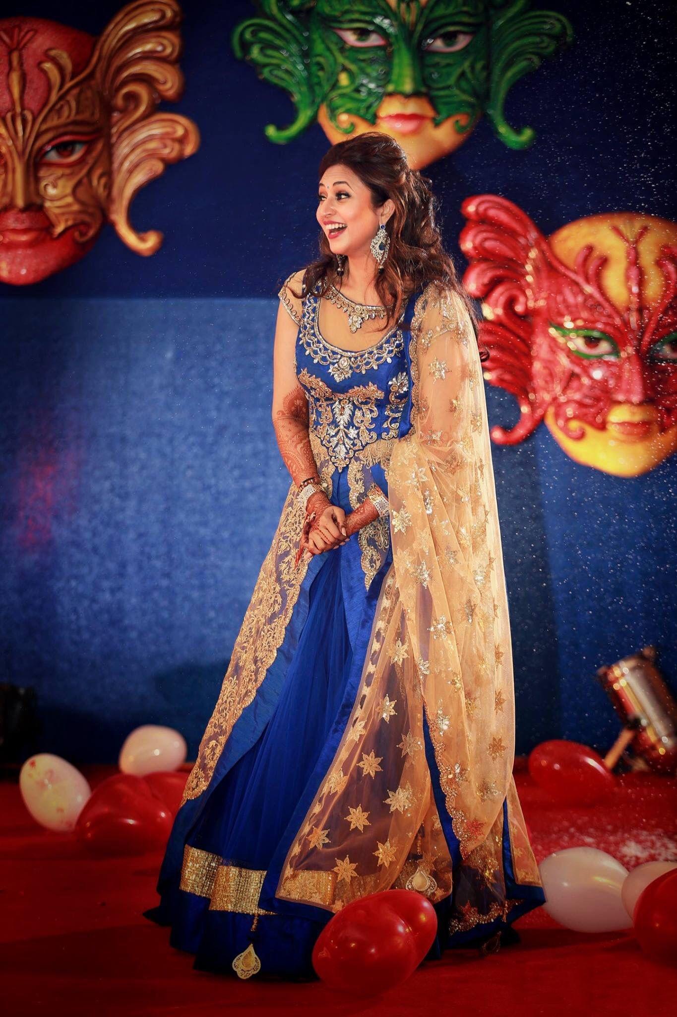 Shweta Tiwari To Divyanka Tripathi's Perfect Guide To Making The Best Guest Appearance At A Wedding - A9Themes News :: TV Serial :: Divyanka Tripathi, Guest Appearance, Shweta Tiwari, Wedding Fashion by A9Themes Media on A9Themes News