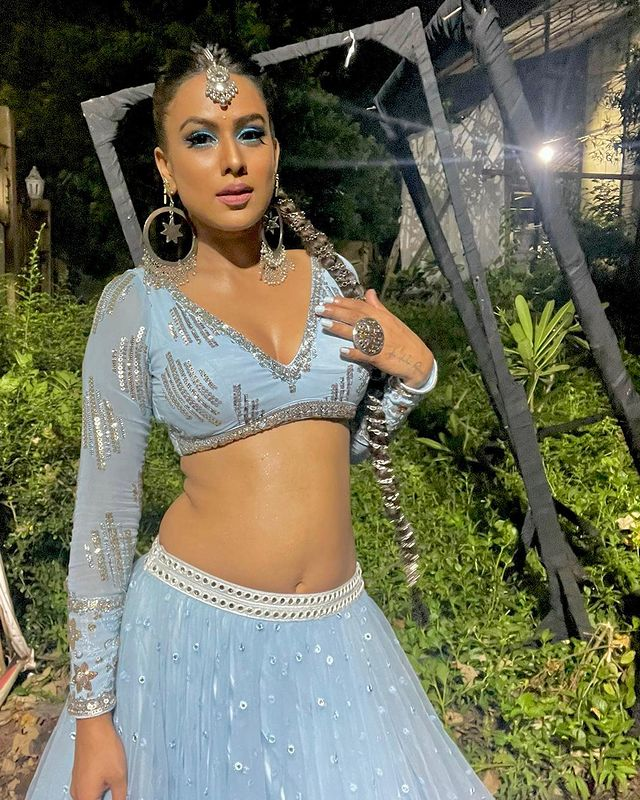Indian Elsa: Nia Sharma looks gorgeous in blue ethnic deep-neck blouse and lehenga, fans feel the heat | IWMBuzz