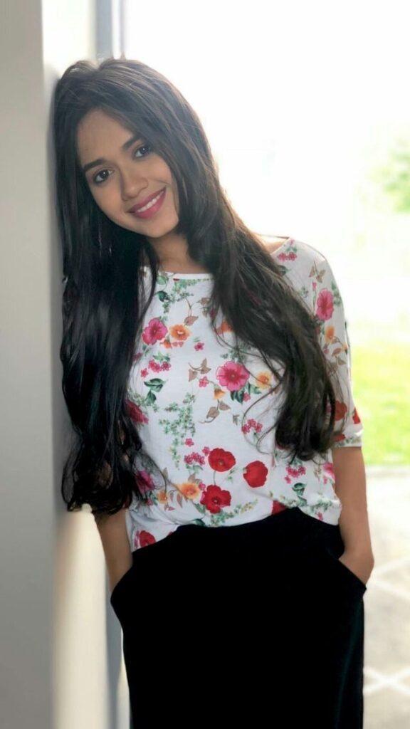 देखिए जन्नत जुबैर का फ्लोरल आउटफिट में खूबसूरत अंदाज 3