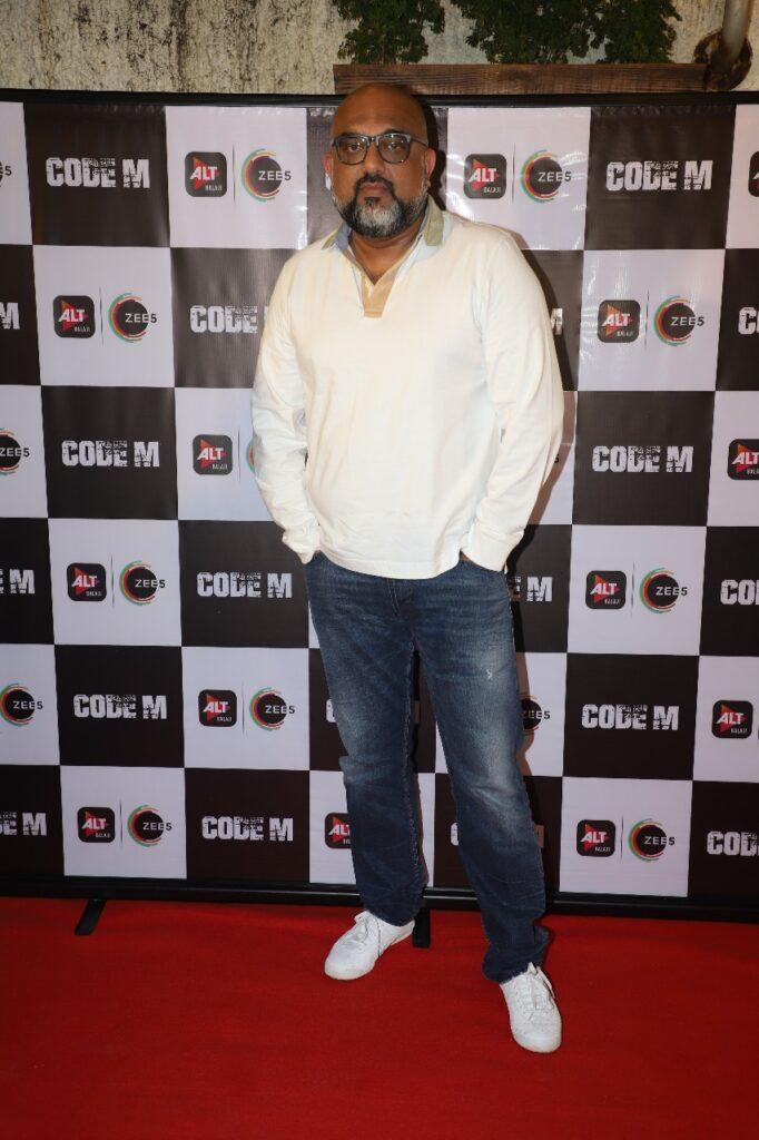 द्रष्टि धामी, पार्थ समथान, विकास गुप्ता ने जेनिफर विंगेट को बधाई दी 3
